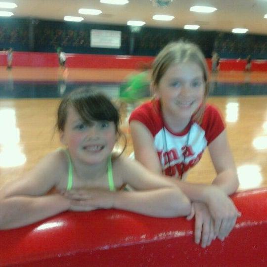 Das Foto wurde bei Skate Town von Laura S. am 4/21/2012 aufgenommen