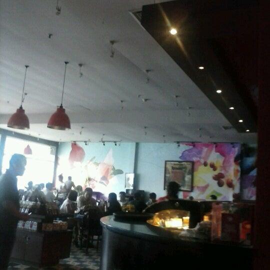 Photo taken at Highland Coffee @ BIG C by Siêu N. on 9/8/2012