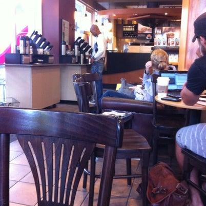 รูปภาพถ่ายที่ Starbucks โดย Nemeth S. เมื่อ 8/11/2012