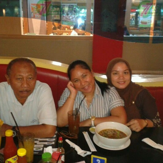 Photo taken at Hot Planet by Surya K. on 5/9/2012