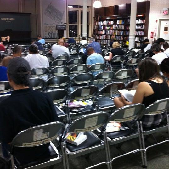 Foto tomada en Barnes & Noble por Vinzenz W. el 8/12/2012