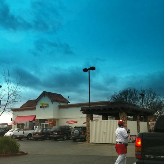 Foto tomada en In-N-Out Burger  por Michael L. el 2/12/2012
