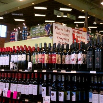 Foto tirada no(a) Argonaut Wine & Liquor por R A. em 3/26/2012