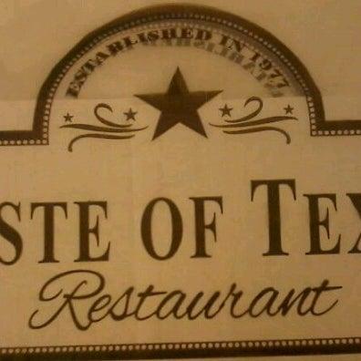 Foto tomada en Taste of Texas por Michelle M. el 7/20/2012