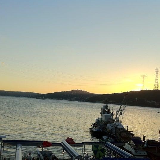 8/30/2012 tarihinde Nuray N.ziyaretçi tarafından Çapari Restaurant'de çekilen fotoğraf