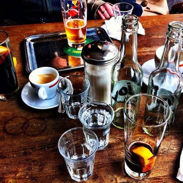 Das Foto wurde bei Adriano's Bar & Café von rouge am 4/22/2012 aufgenommen