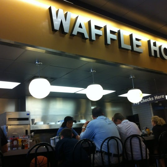 Photo taken at Waffle House by Bobby G. on 3/18/2012