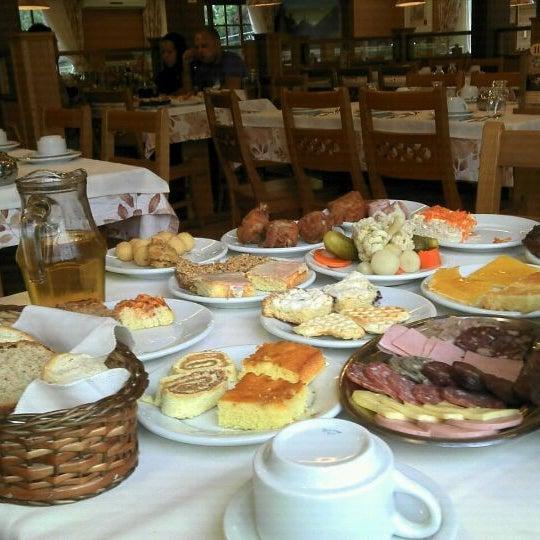 Foto tirada no(a) Bela Vista Café Colonial por Bruno R. em 4/13/2012