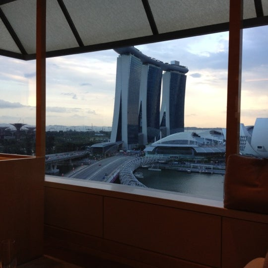 Photo taken at The Ritz-Carlton Millenia Singapore by Alvin T. on 2/11/2012