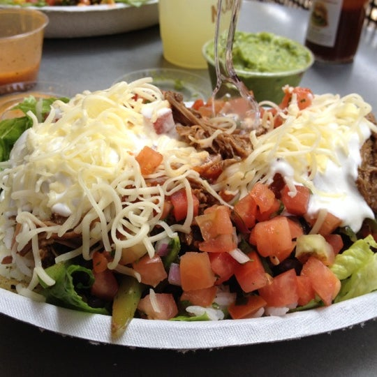 Photo taken at Chipotle Mexican Grill by Ramiro R. on 8/23/2012