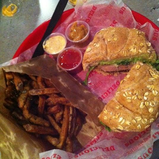 Das Foto wurde bei Good Stuff Eatery von ali l. am 5/31/2012 aufgenommen