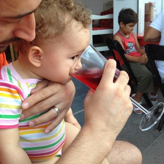 8/26/2012 tarihinde Ozan Eziyaretçi tarafından Ada Cafe'de çekilen fotoğraf