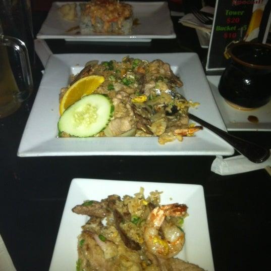 Foto tomada en Red Koi Thai & Sushi Lounge por Ryan W. el 2/5/2012
