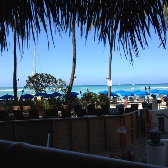 Photo taken at Duke's Waikiki by Edgar R. on 6/21/2012