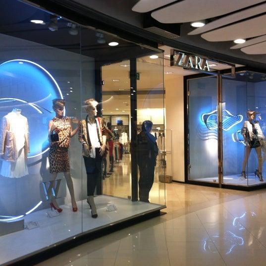 Zara clothing store in queens