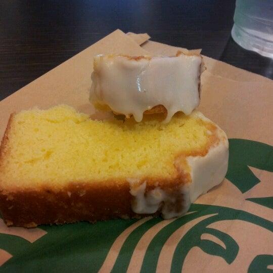 Photo taken at Starbucks by Jennieffier J. on 9/5/2012