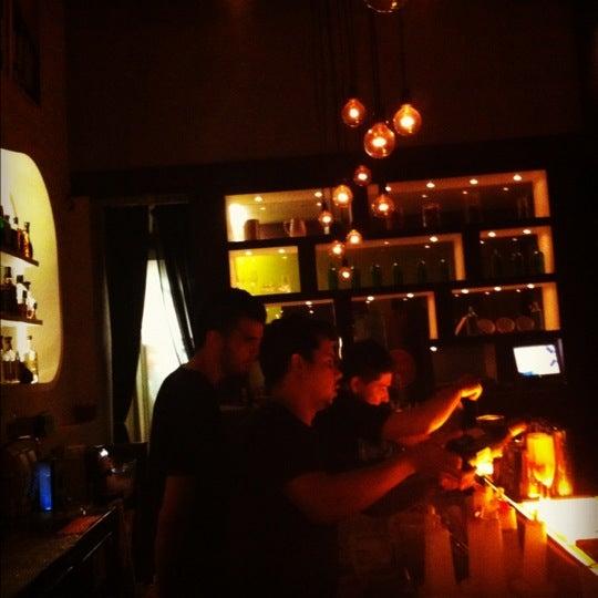 Foto tirada no(a) Meza Bar por Fipo K. em 9/7/2012