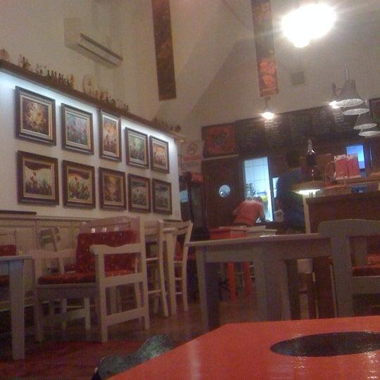 6/11/2012 tarihinde Ceylan D.ziyaretçi tarafından Ada Cafe'de çekilen fotoğraf