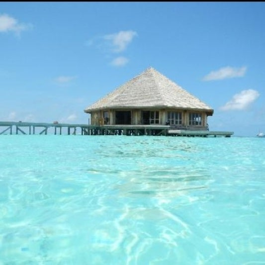 Photo taken at Vilamendhoo Island Resort & Spa by Тонечка Х. on 8/11/2012