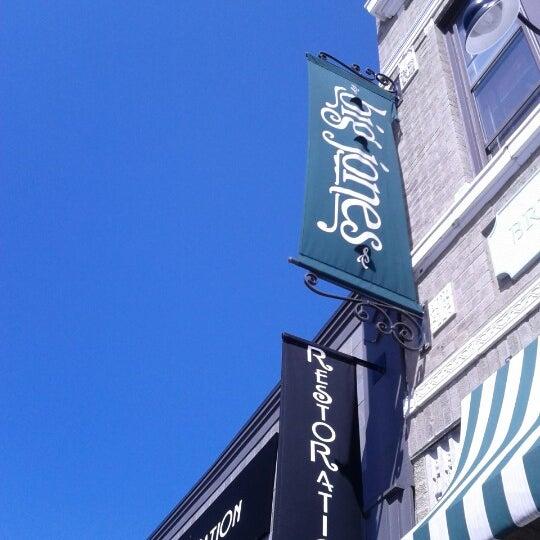 รูปภาพถ่ายที่ Big Jones โดย Emily T. เมื่อ 8/11/2012
