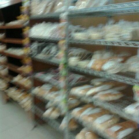 Foto tirada no(a) Center Pão por Romulo F. em 4/1/2012