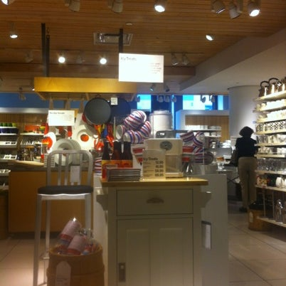 Photo taken at Crate and Barrel by Fabrizio G. on 8/5/2012