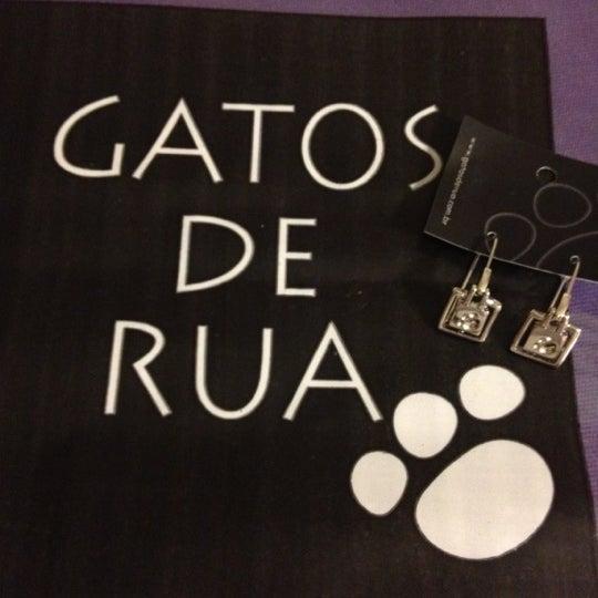 Foto tirada no(a) Gatos de Rua por Cintia Y. em 8/21/2012