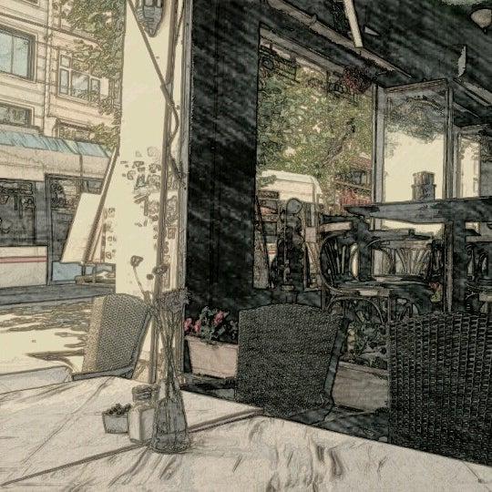 6/30/2012 tarihinde Alехander G.ziyaretçi tarafından Cozy Bar&Restaurant'de çekilen fotoğraf