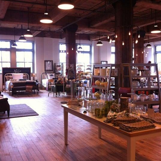 6/30/2012 tarihinde Coleneziyaretçi tarafından Schoolhouse Electric & Supply Co.'de çekilen fotoğraf