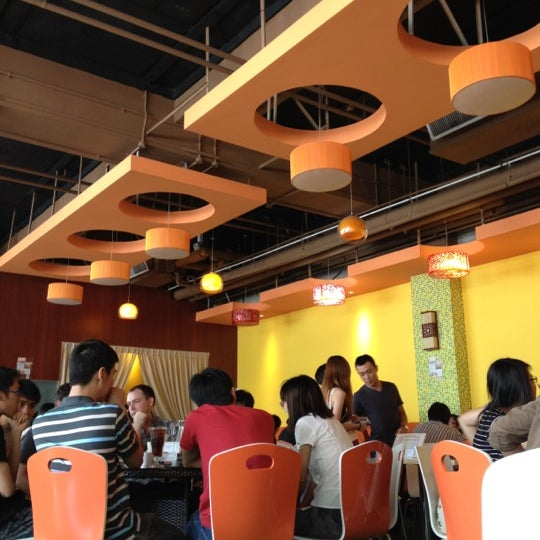 Photo taken at Alcove. Asian Restaurant. Bar by Chenee L. on 8/24/2012