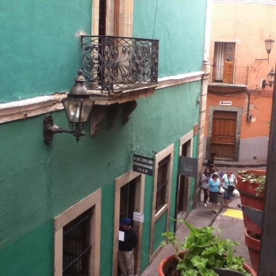 Foto tomada en Hotel Posada Santa Fe por Bertha V. el 7/20/2012