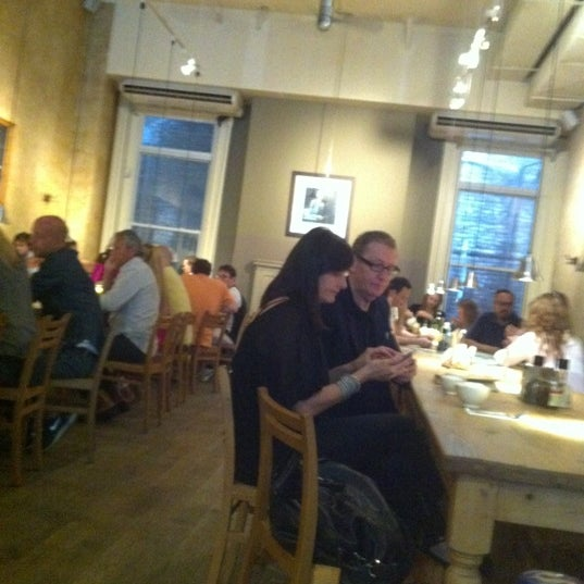Photo taken at Le Pain Quotidien by Yu W. on 9/9/2012