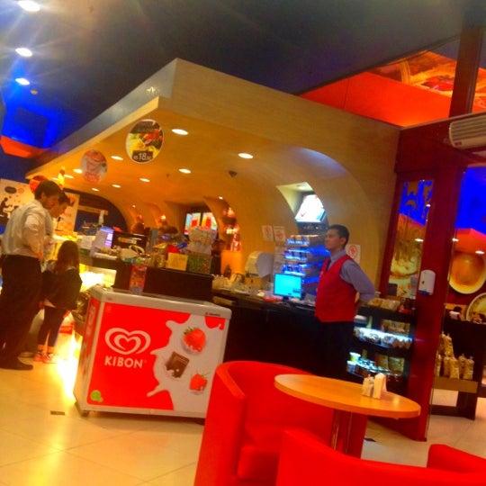 Photo taken at Confeitaria Romana by Bruno G. on 5/7/2012