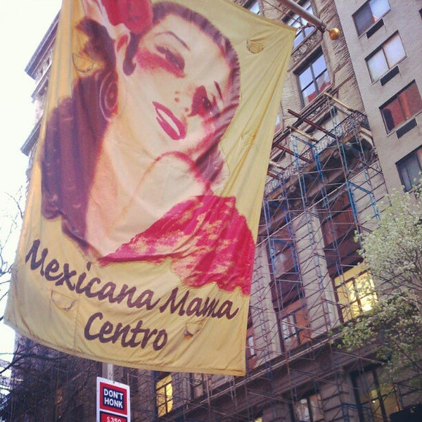 Foto scattata a Mexicana Mama Centro da Brian B. il 4/5/2012