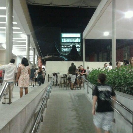 Foto tirada no(a) Partage Shopping São Gonçalo por Tom S. em 6/2/2012