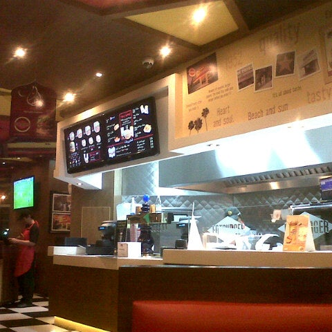 Photo taken at Fatburger by Mohammad W. on 8/16/2012