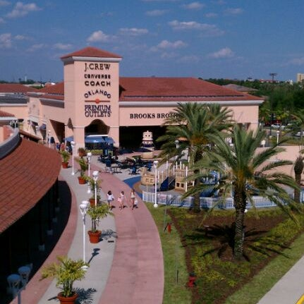 Photo taken at Orlando Vineland Premium Outlets by Yiani K. on 4/3/2012