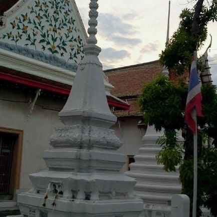 Photo taken at วัดหิรัญรูจีวรวิหาร (วัดน้อย) Wat Hiran Ruchi Worawihan (Wat Noi) by Bombay B. on 5/17/2012