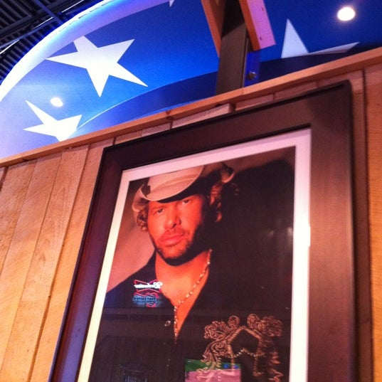 Photo taken at Toby Keith's I Love This Bar & Grill by Carrey H. on 8/19/2012