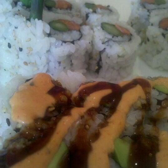 รูปภาพถ่ายที่ Samurai Sushi โดย Bethany R. เมื่อ 5/25/2012