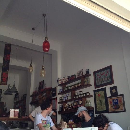 7/8/2012 tarihinde Didem K.ziyaretçi tarafından Ada Cafe'de çekilen fotoğraf
