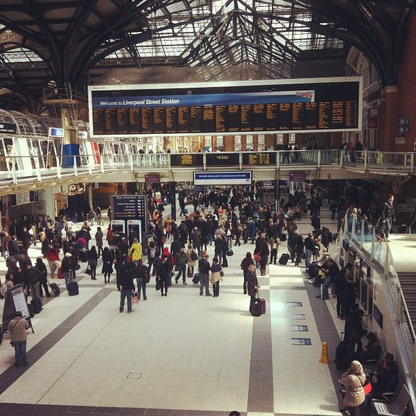 Photo taken at London Liverpool Street Railway Station (LST) by 🇬🇧'Kevin S. on 4/21/2012
