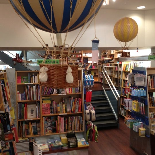 Photo taken at McNally Jackson Books by Alisson L. on 8/22/2012