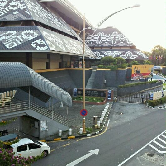 Photo taken at National Library (Perpustakaan Negara) by Ery R. on 5/19/2012