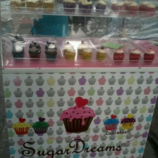 Photo taken at Sugar Blossom by Fernanda Ca. V. on 5/13/2012