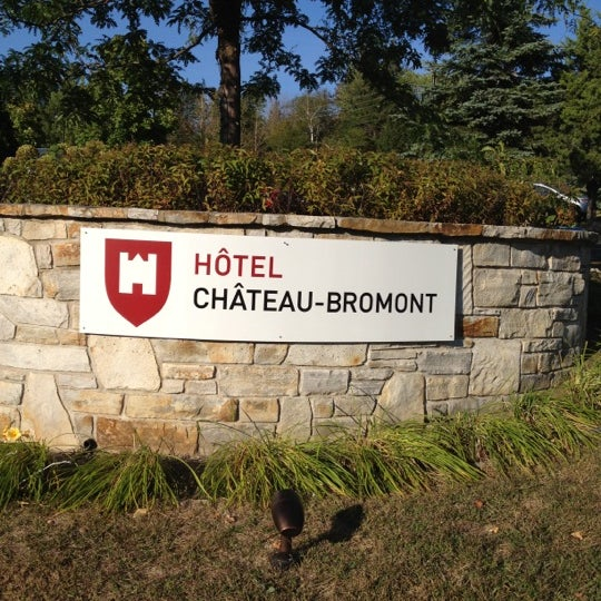 Photo taken at Hotel Château-Bromont by René on 9/12/2012