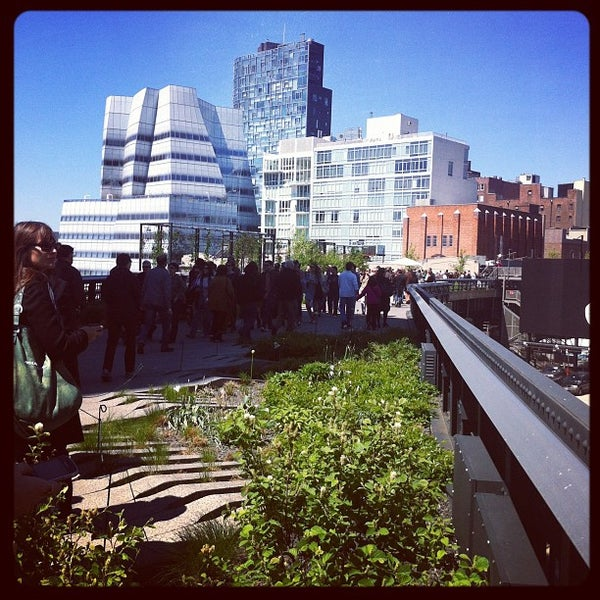 Photo taken at High Line 10th Ave Amphitheatre by Laurie T. on 4/29/2012