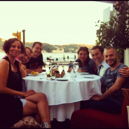 6/17/2012 tarihinde GucluGulanziyaretçi tarafından Akıntı Burnu Restaurant'de çekilen fotoğraf