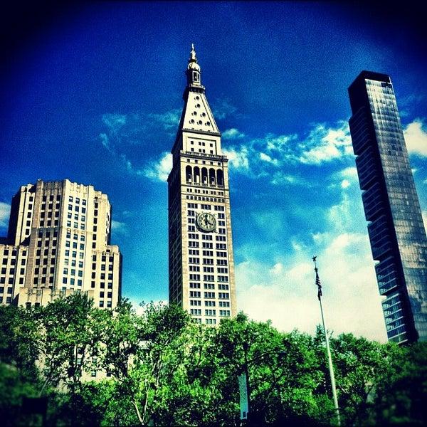 Foto diambil di Madison Square Park oleh Chris B. pada 4/30/2012