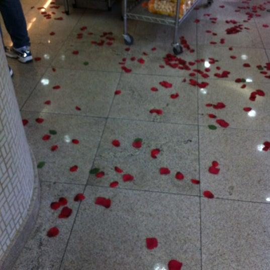 Foto tirada no(a) Padaria Crillon por Raquel S. em 5/13/2012